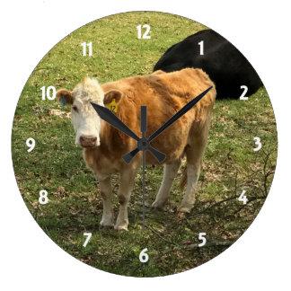 Reloj de pared rubio de la vaca