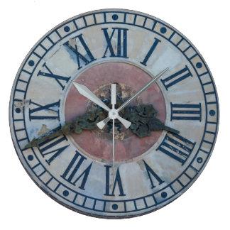 Reloj de pared viejo del reloj