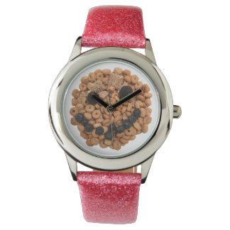 Reloj De Pulsera Cara sonriente linda de la fruta y del cereal