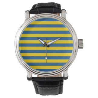 Reloj De Pulsera La bandera de Suecia Ucrania raya las líneas yel