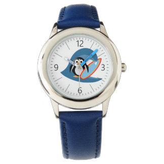Reloj De Pulsera Persona que practica surf del pingüino
