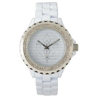 Reloj De Pulsera Rayas grises y blancas azul claro con la flor de