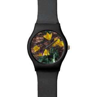 Reloj De Pulsera tipo coloreado amarillo flores del tulipán en