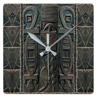 Reloj de talla africano