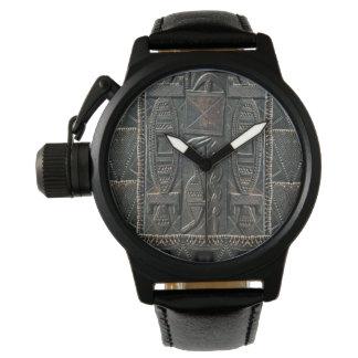 Reloj de talla tribal