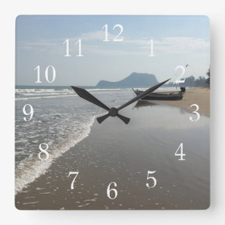 Reloj del barco de la playa