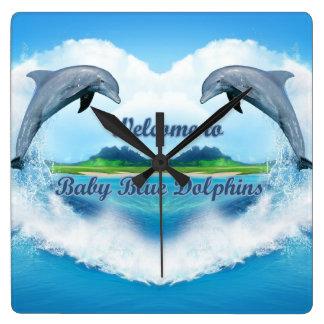 Reloj del delfín de los azules cielos