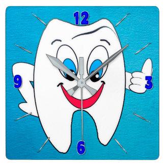 Reloj del dentista - diente y selecciones felices