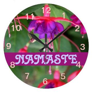Reloj del fuschia de NAMASTE