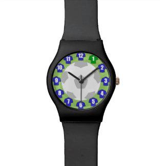 Reloj del fútbol con el camisetas azul