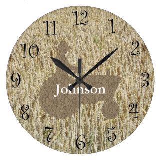 Reloj del monograma del trigo y del tractor