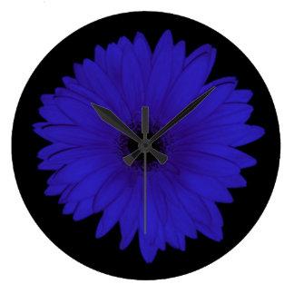 Reloj dramático de la margarita azul