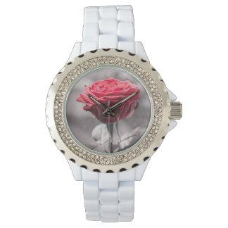 Reloj El rojo es el rosa rojo romántico color de rosa