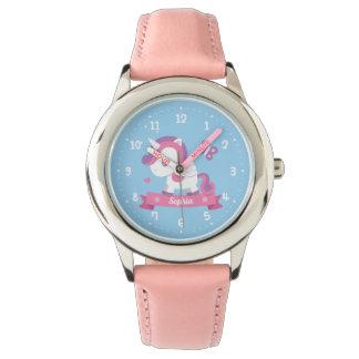 Reloj El unicornio lindo con los chicas de las alas