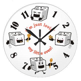Reloj feliz de la cocina de los hornos del color