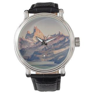Reloj Fitz Roy y montañas de Poincenot los Andes -