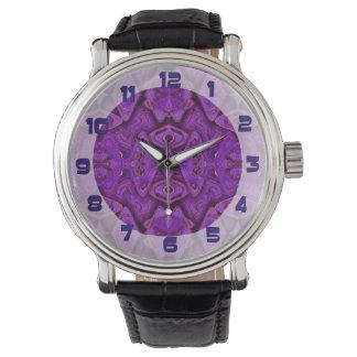 Reloj fondo púrpura del modelo