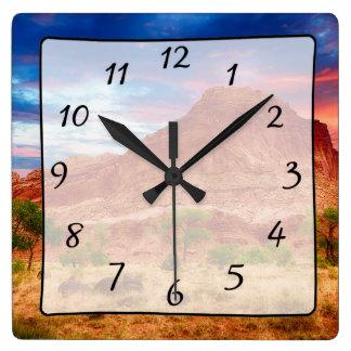 Reloj hermoso de la opinión del barranco de las