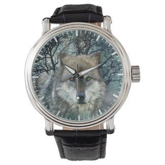 Reloj Luna Llena del lobo en niebla