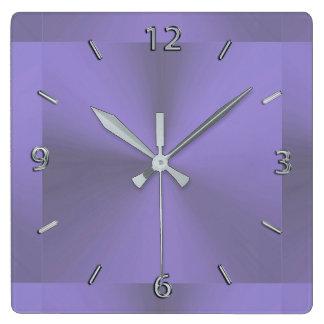 Reloj metálico púrpura de la lavanda