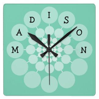 Reloj moderno del nombre de la diversión de