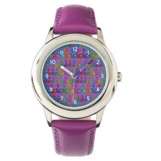 Reloj multicolor del flamenco con los corazones