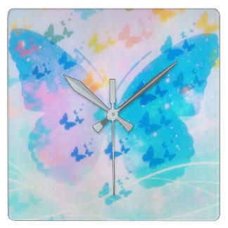 Reloj nublado de la mariposa