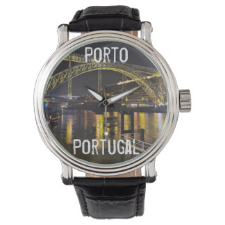 Reloj Oporto - Portugal. Escena de la noche cerca del
