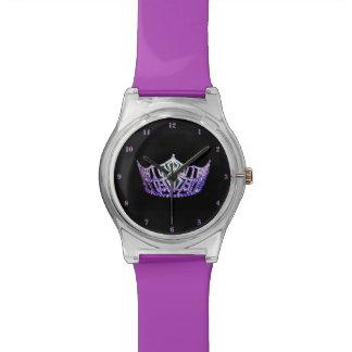 Reloj púrpura de la Srta. América corona el 28 de