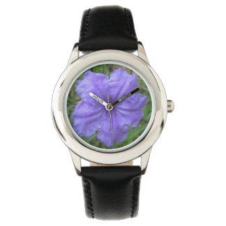 Reloj Púrpura mexicana de la petunia