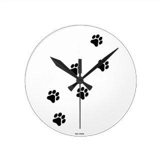 Reloj redondo de la pata del modelo blanco y negro