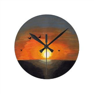 Reloj redondo de la puesta del sol anaranjado