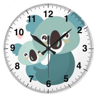 Reloj Redondo Grande Abrazo dulce de la madre y del bebé de la koala
