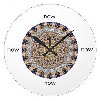 """Reloj Redondo Grande Azul y mandala de Brown """"ahora """""""
