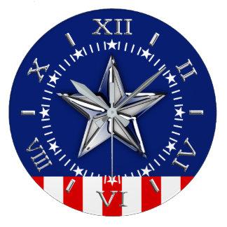 Reloj Redondo Grande Cromo como la estrella en el dial patriótico