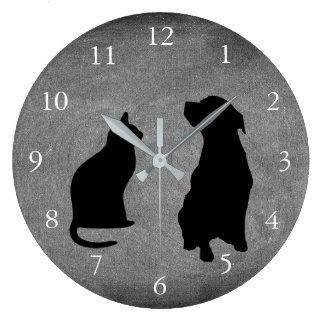 Reloj Redondo Grande El perro moderno del gato siluetea la pizarra de