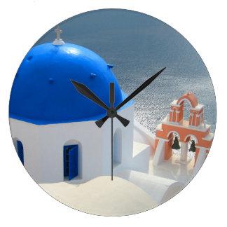 Reloj Redondo Grande Iglesia de Santorini por la tarde Sun