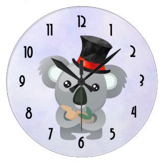 Reloj Redondo Grande Koala linda en un sombrero de copa negro