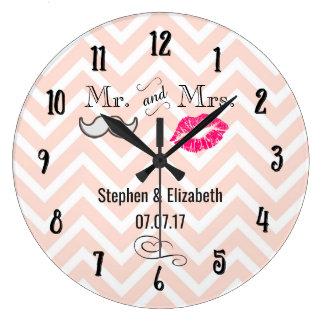 Reloj Redondo Grande Labios y bigote en el boda de Chevron del