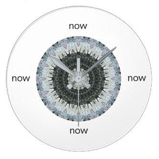 """Reloj Redondo Grande Mandala de la malla del navidad """"ahora """""""