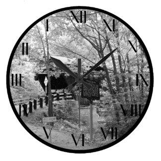 Reloj Redondo Grande Puente cubierto en Nueva Inglaterra