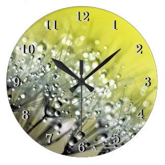 Reloj Redondo Grande Rocío chispeante amarillo en el diente de león
