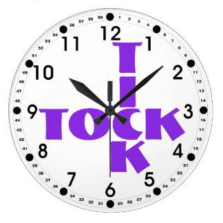 Reloj Redondo Grande Texto violeta de Tock de la señal del crucigrama