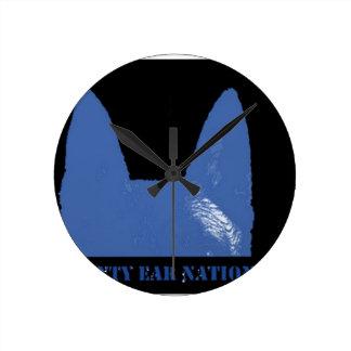Reloj Redondo Mediano Azul de la PLUMA en negro