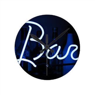 Reloj Redondo Mediano barre la muestra, luz de neón encendida azul