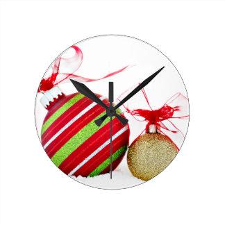 Reloj Redondo Mediano Bolas de los ornamentos del navidad contemporáneas
