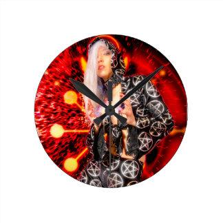 Reloj Redondo Mediano Bruja que echa un encanto