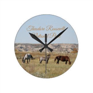 Reloj Redondo Mediano Caballos salvajes del parque nacional de Theodore