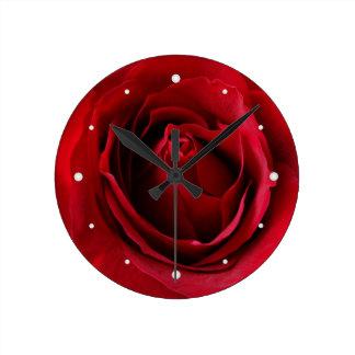 Reloj Redondo Mediano color de rosa de color rojo oscuro
