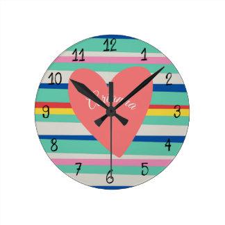 Reloj Redondo Mediano Corazón femenino del arco iris lindo